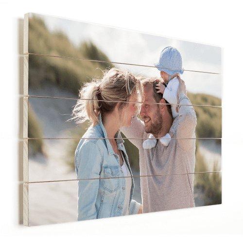 Foto op hout vader met moeder en baby