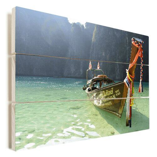Foto op hout met boot op strand
